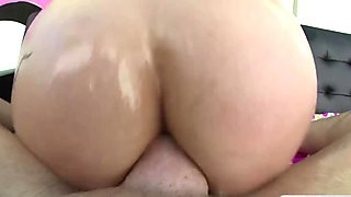 Luna Lovely gets hard anal sex