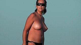 Nudist beach voyeur vid with a hot brunette