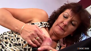 Naughty and Experienced Granny with Big Tits Loves to have Sex