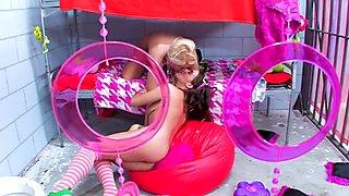 Vanessa Cage Lesbians Jail Dreams
