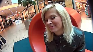 MallCuties - Suprise for the blonde girl in the mall center