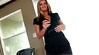 Busty MILF Kristal Summers Sucks Big Cock