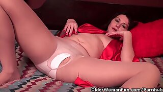 crazy soccer mom works her wooly cunt in ripped stocking