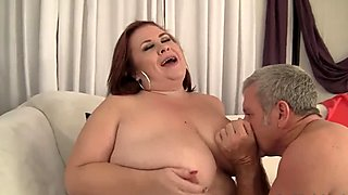 BBW Lady Lynn plays with her tits before 69