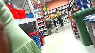 shoping upskirt no pants