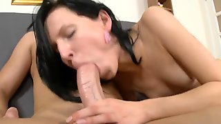 Teen gets a dick in her pussy & his load on her face