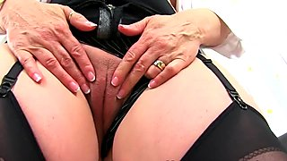 British milf Michelle needs to pleasure her love hole
