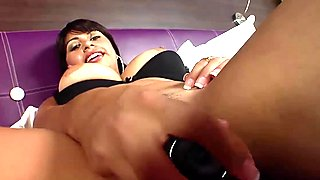 Ravishing Michelle enjoys pleasuring her moist twat