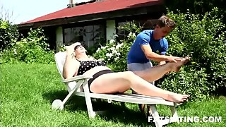 100kg fat blonde bitch fucks a guy's face with her ass
