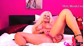 Big titted blonde glamour model KelleyCabbana wants to play - 18flirt.com