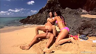 Two red hot babes Sonia Carter and Simonne Style sucking one dick